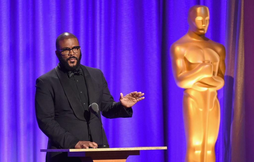 Tyler Perry Pays For Walmart Gifts In Atlanta