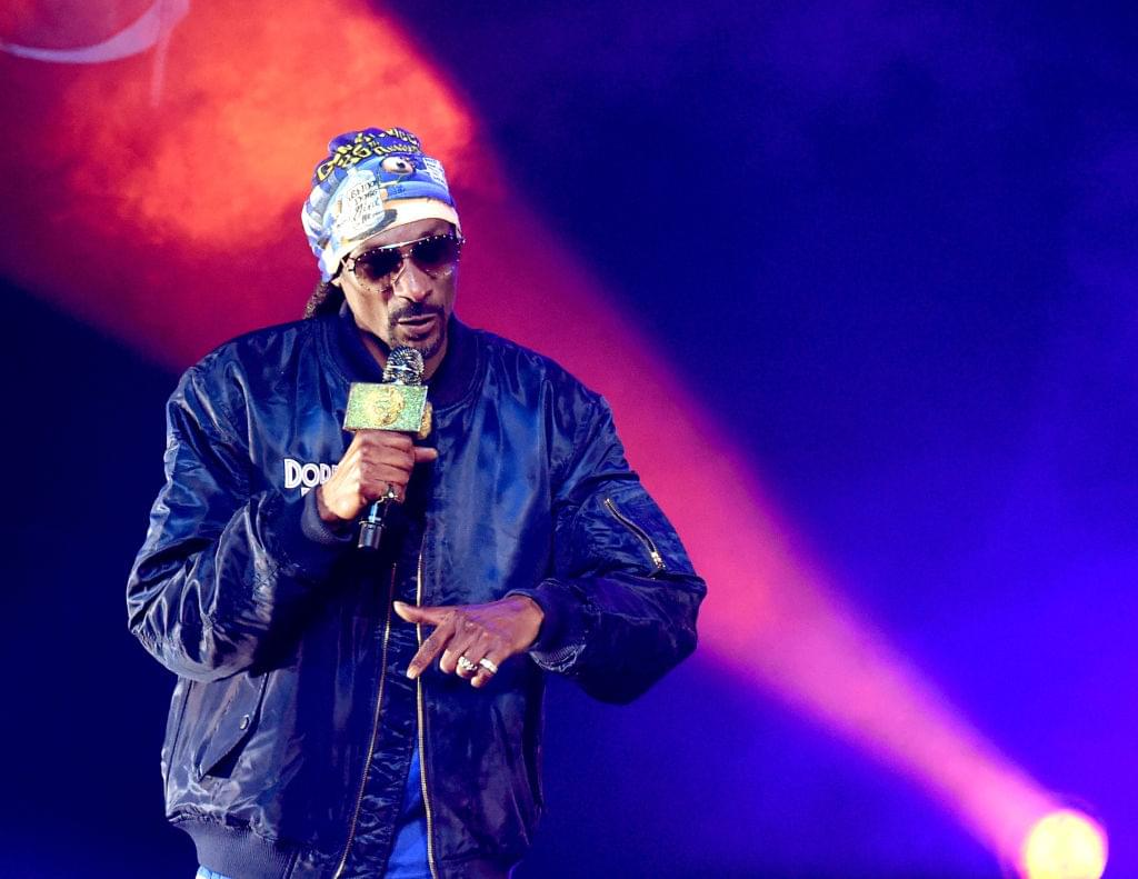 "Snoop Dogg Calls Tekashi 6ix9ine A ""Snitch"""