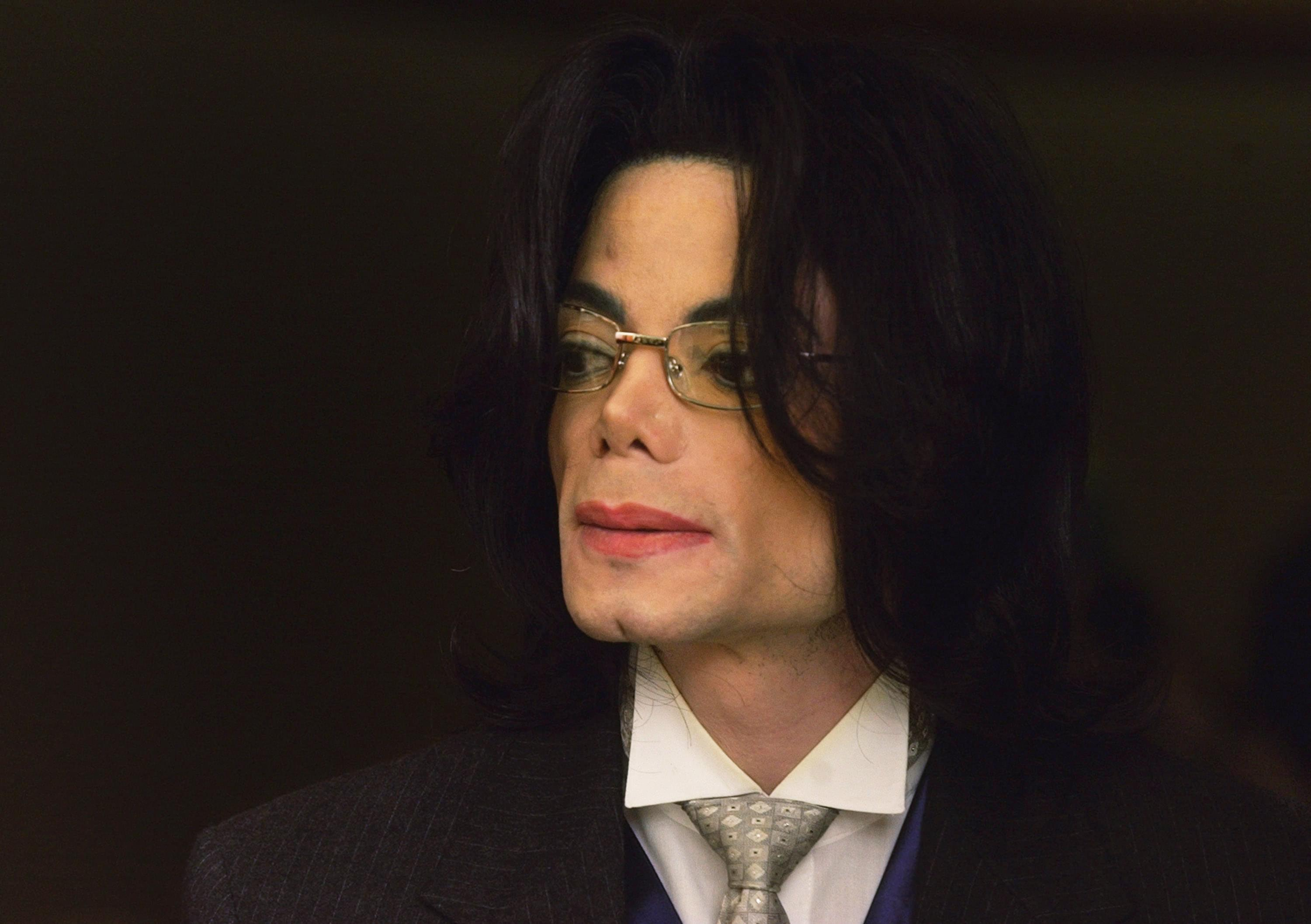 Michael Jackson Accuser Reportedly Tried To Auction Off His Memorabilia