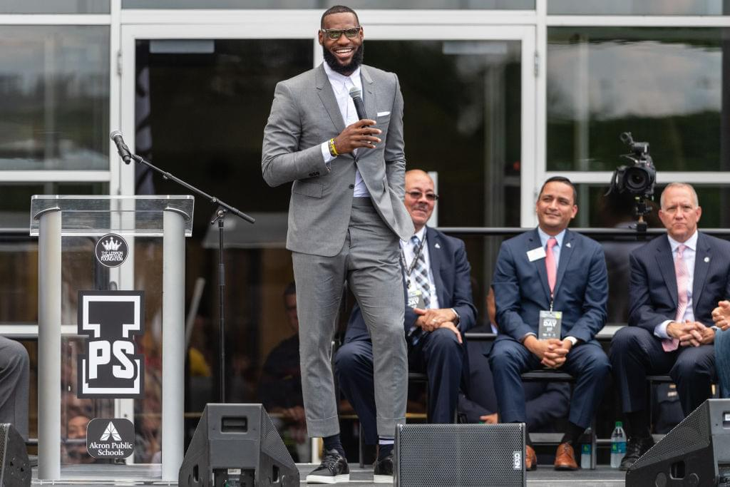 """LeBron James Gifts """"I Promise"""" School Students Over 800 New Nike Shoes"""