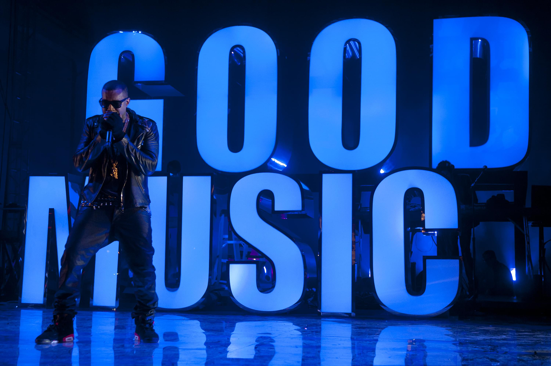 Kanye West & Kid Cudi Throw A Surprise Performance