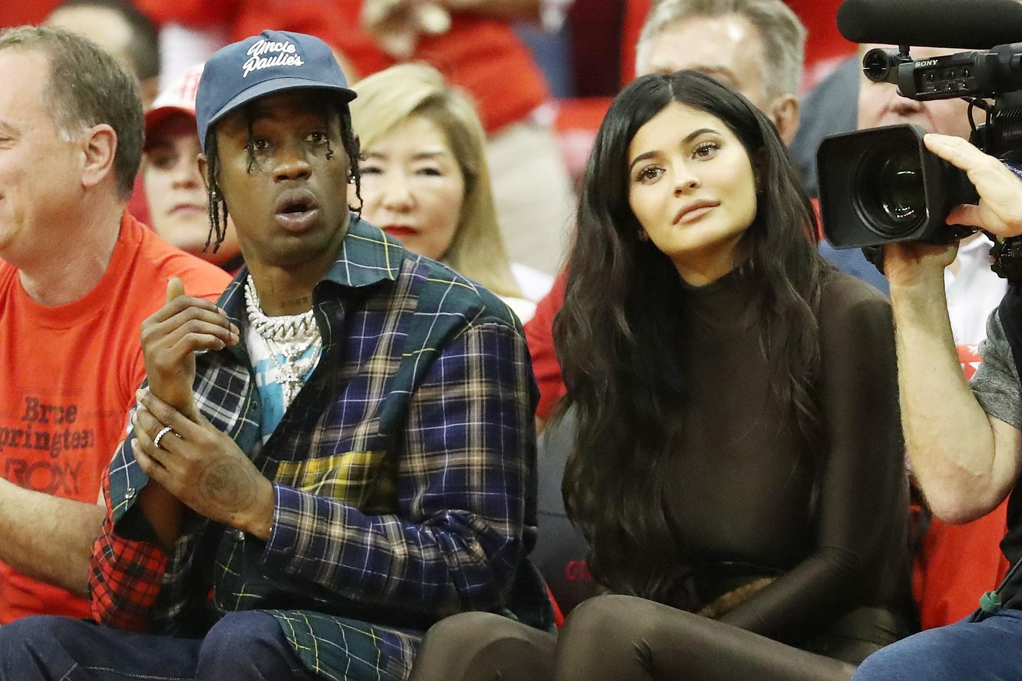 "Travis Scott Orders ""Secret Service-Style"" Security Guards For Family"