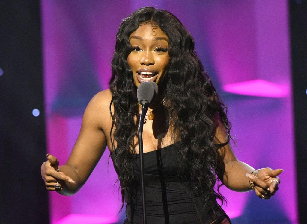 According To Billboard, Sza Is Breaking All The Rules & We Love it!