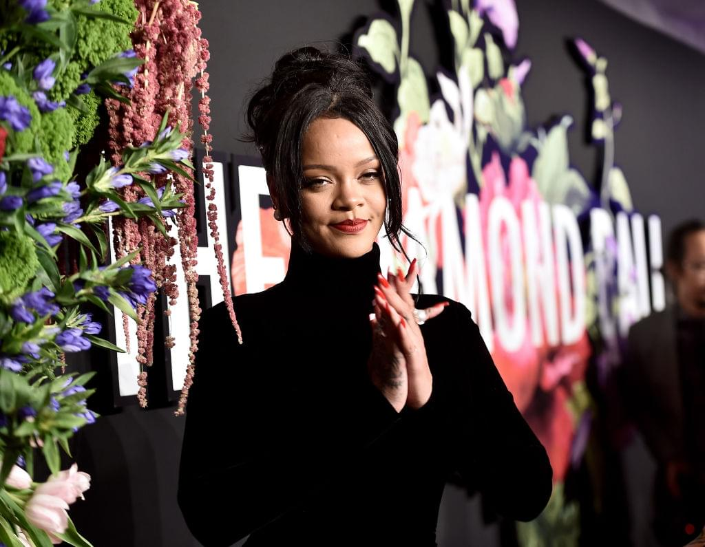 """Rihanna Says She'd Be a """"Sellout"""" If She Performed At Super Bowl + Talks Pregnancy Rumors & Donald Trump"""